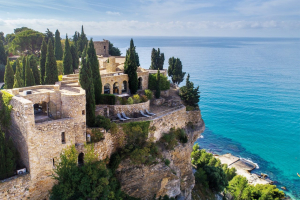 WEDDING AND COMMITMENT CEREMONY AT THE CHATEAU OF CASSIS